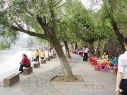沱江泛舟图片